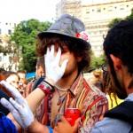 Manos blancas en Plaça Catalunya
