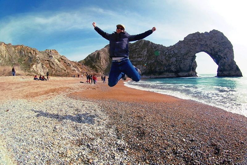 Saltando en Durdle Door